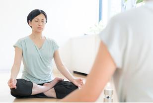 パーソナルヨガレッスン マインドフルネス 瞑想